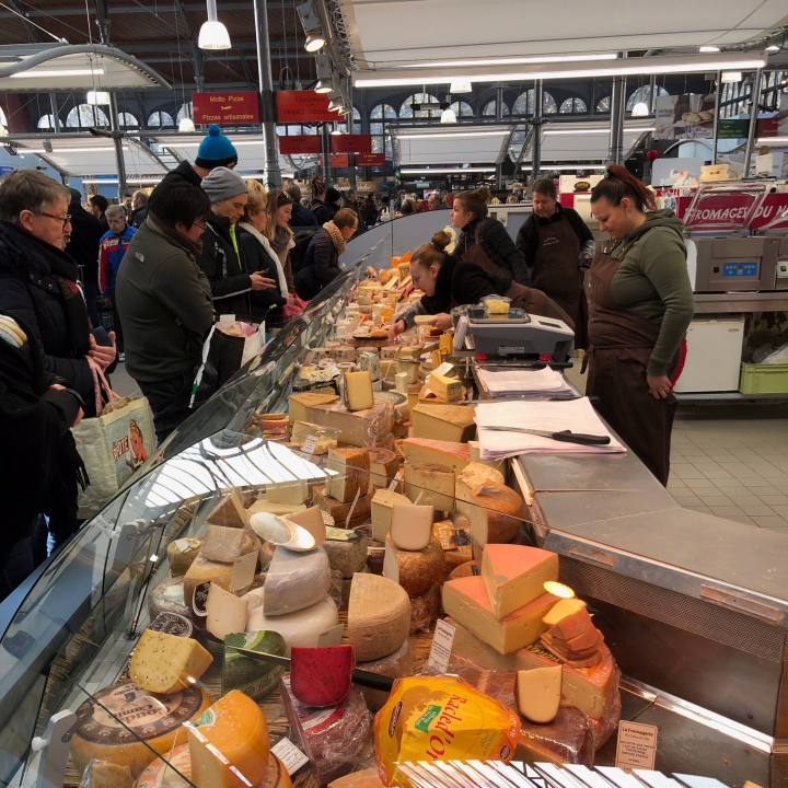 marche de Wazemmes, la fromagerie, French cheese