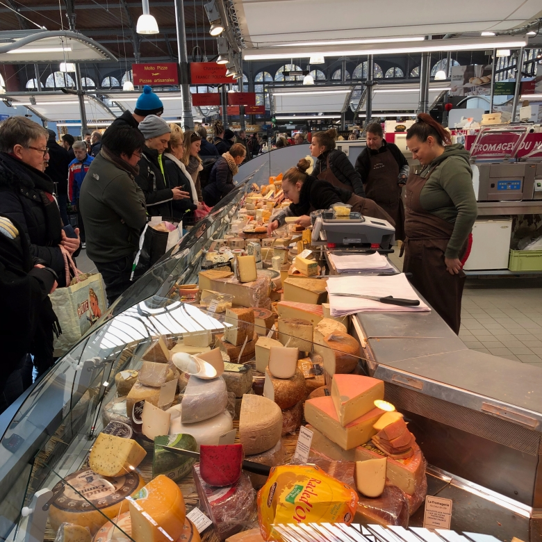 marche de Wazemmes, la fromagerie, French cheese